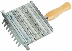 Busse metal curry comb